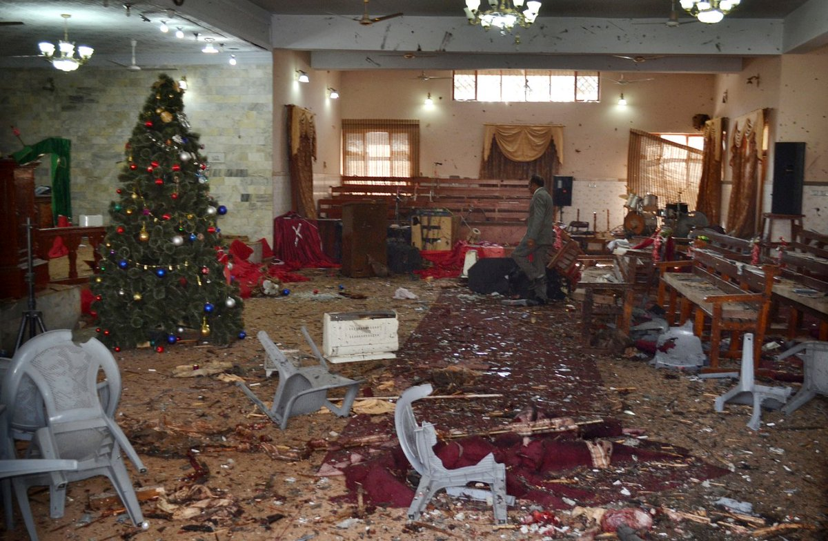 Suicide bombers attack church in Pakistan, killing 9