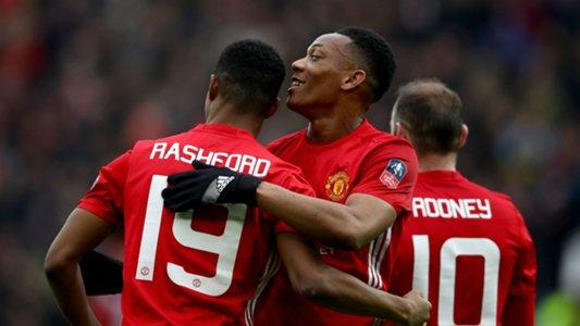 Rooney urges Rashford to be greedy