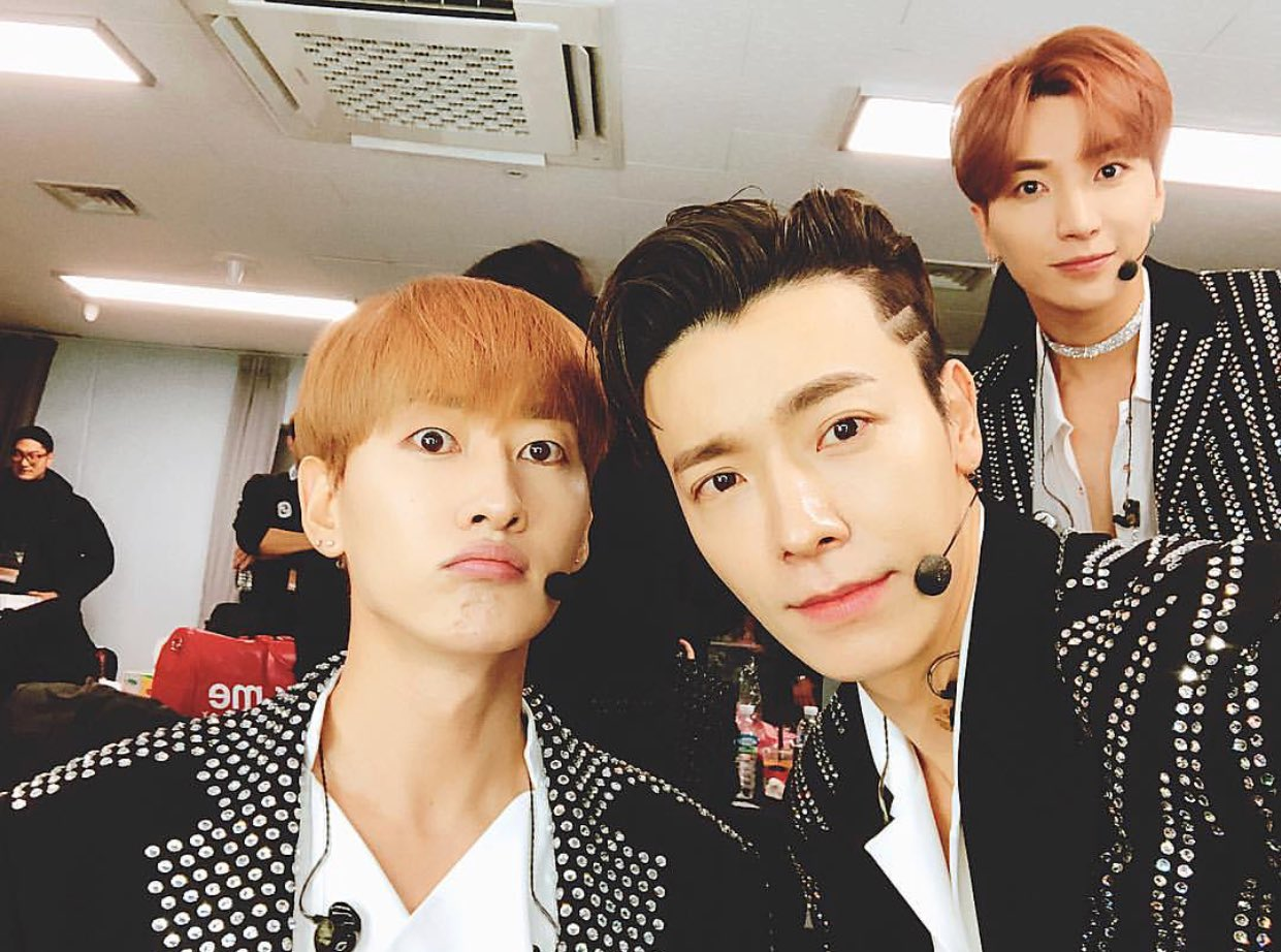 [TRANS] @donghae861015: Let's all sleep in (and wake up) late tomorrow ^^ https://t.co/qT2gogO1aa (Cr:@13elieveSG) https://t.co/qF59VUvO1o
