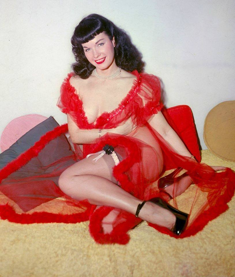 🎀 The ultimate gift! 💝 #BettiePage #holiday #vintage v75hyMGARJ