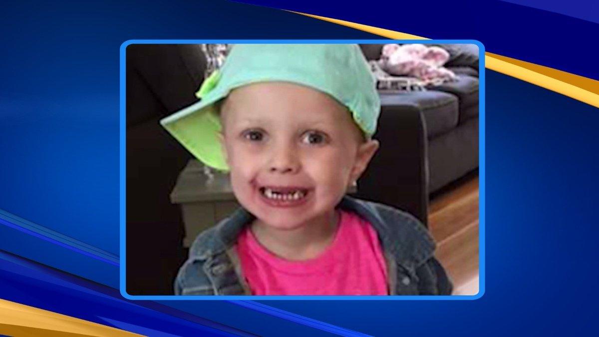 Police delivering Christmas cards to little girl battling cancer