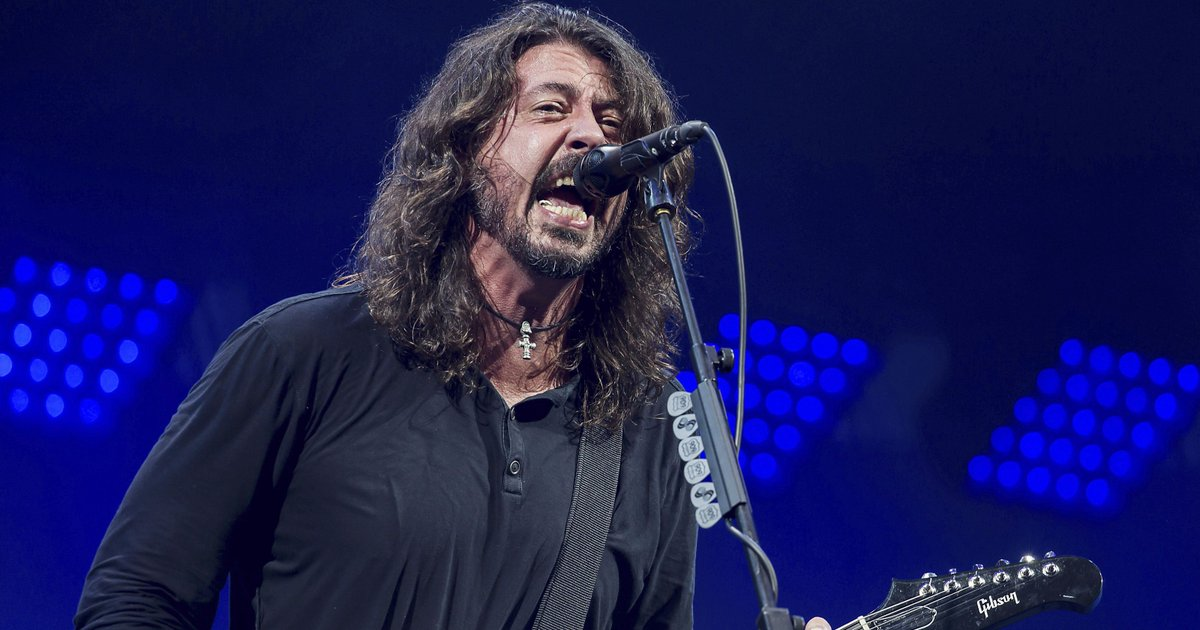 This Foo Fighters Christmas medley from 'SNL' is the holiday gift you need