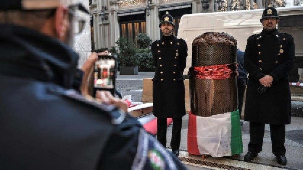 Italy bakes world's biggest Christmas cake panettone
