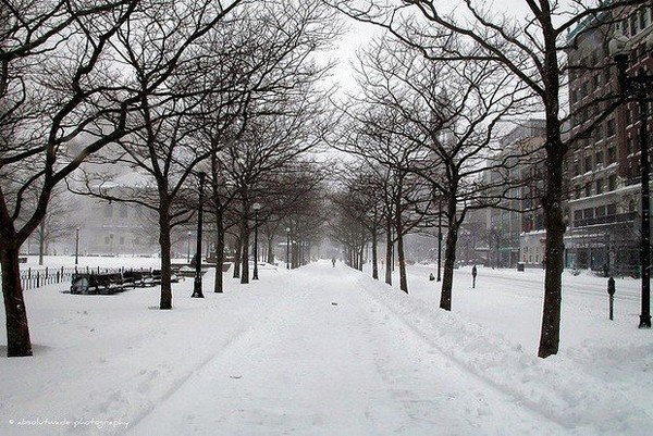 Light snowfall could result in slippery Monday morning commute