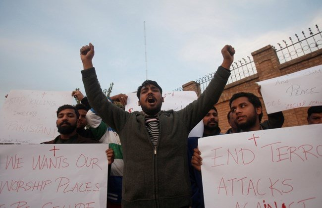 Daesh claims suicide bombing of Pakistan church, killing nine