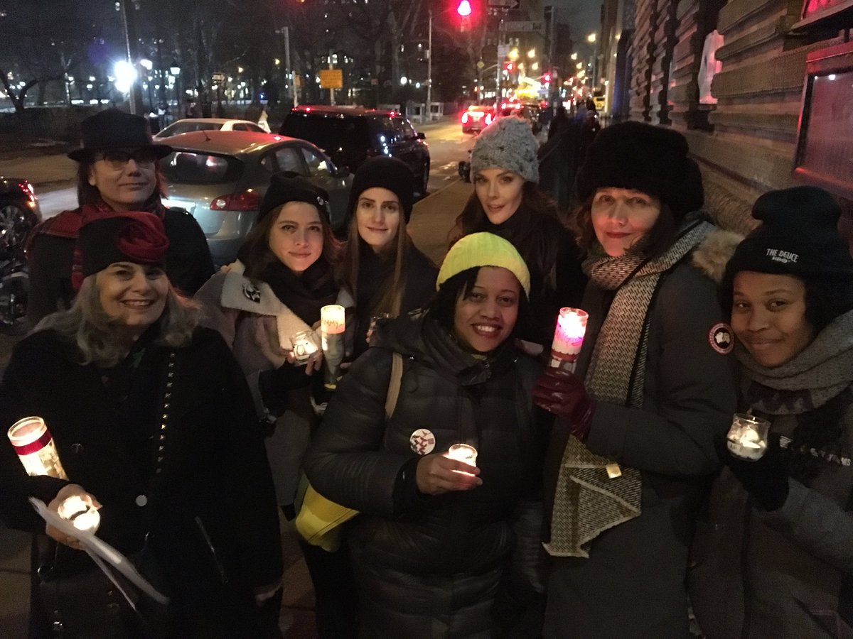 #TheDeuce women at the vigil for #TheDayToEndViolenceAgainstSexWorkers @misskimdirector @domfishback https://t.co/CaOy7uzMjY