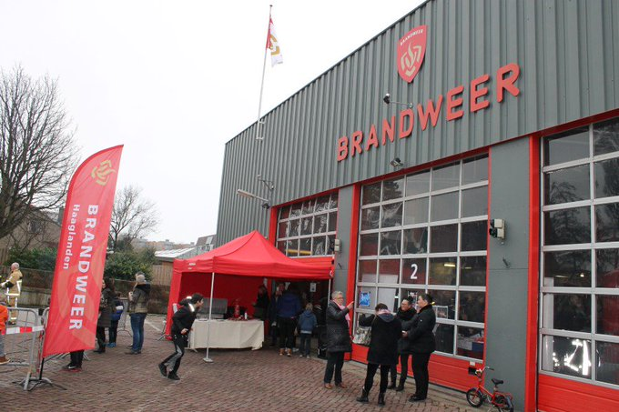 Oliebollen en veiligheid voor jaarwisseling bij brandweer in Naaldwijk https://t.co/KbcbfHHKKO https://t.co/0zUQRMTLWA