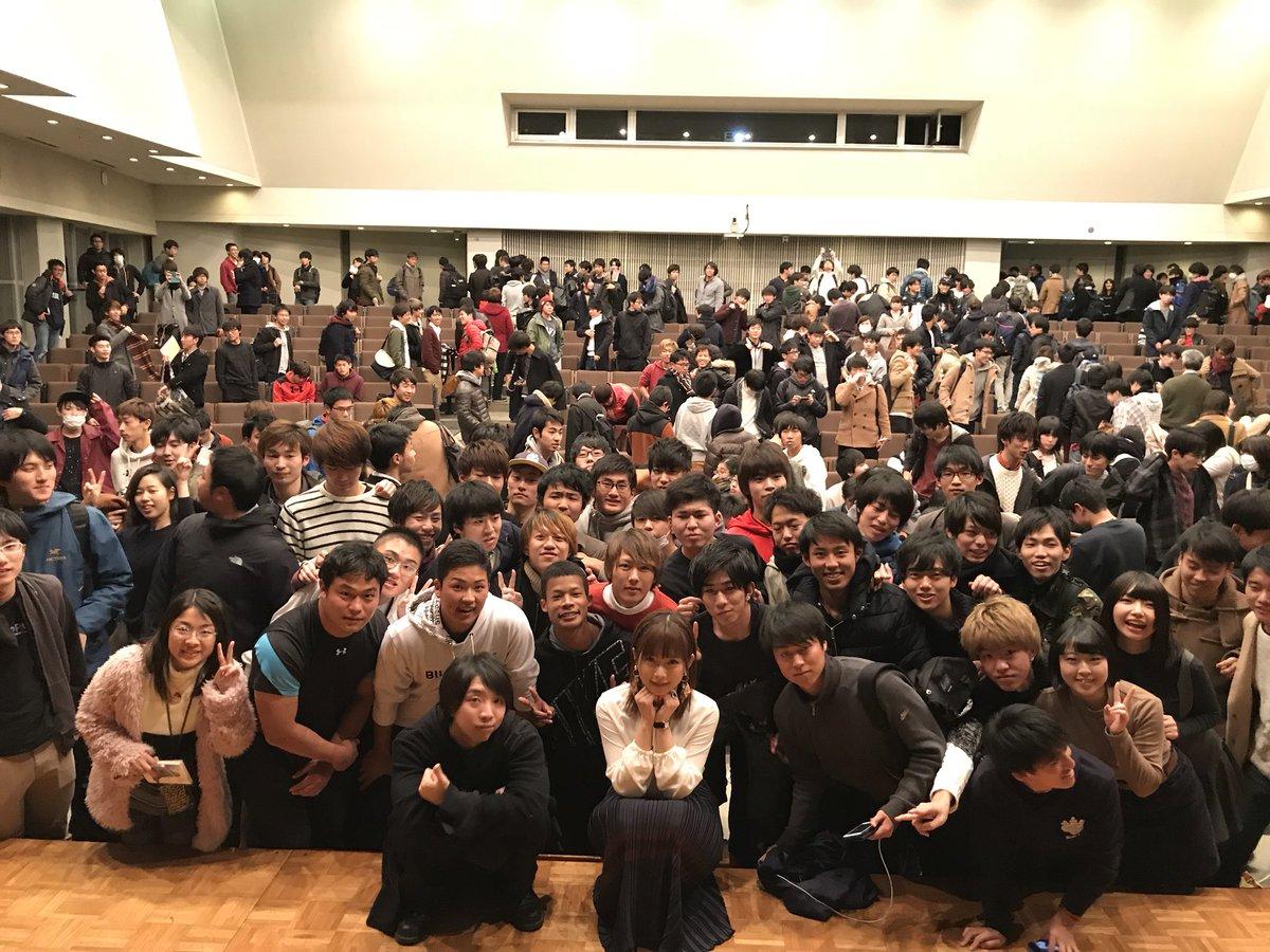 セクシー女優・紗倉まなが筑波大学で講義 → 講義後、学生が紗倉まなに殺到  [114013933]YouTube動画>1本 ->画像>105枚