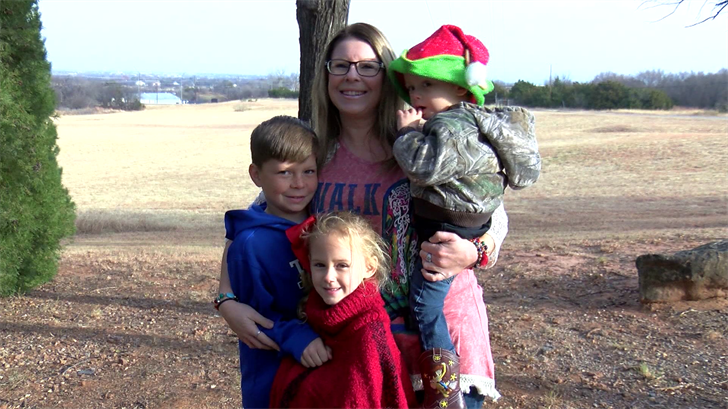 Random act of kindness, cheers up a single mother of four - | WBTV Charlotte