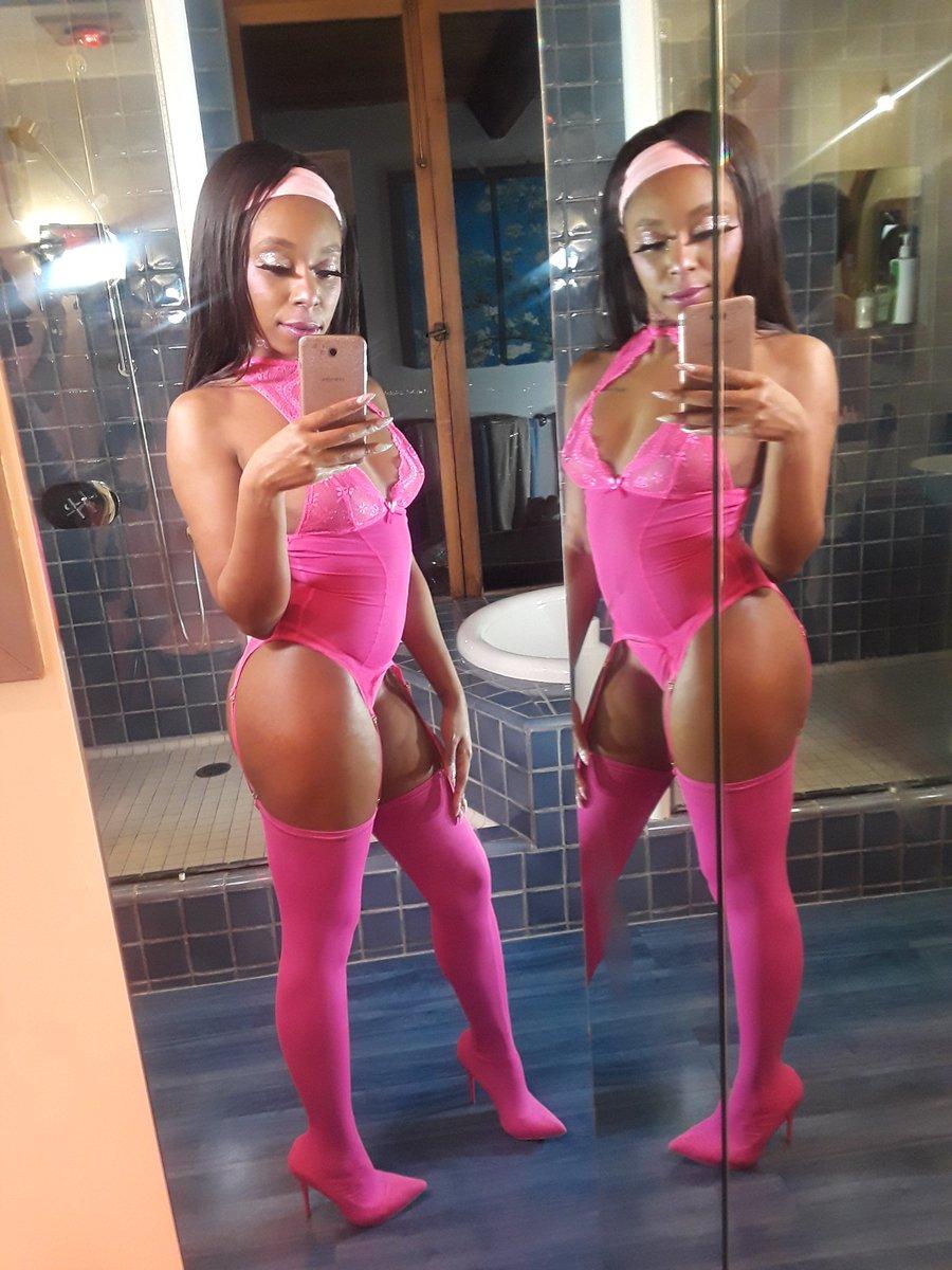 Who am I? I'm that Pink Devil baby, yo guilty pleasure 😈💦💦👑 jFDnvh3Wik