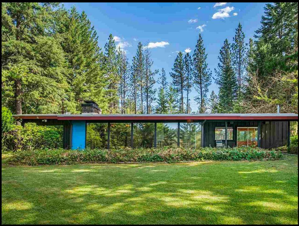 Privacy for sale: Transparent modern house on 10 acres near Spokane (photos)
