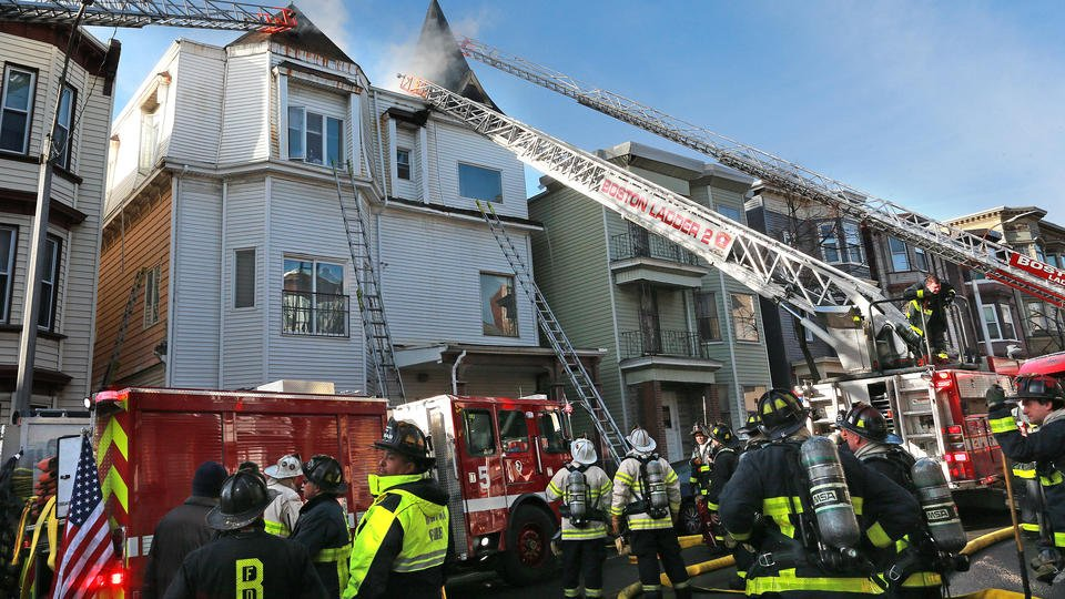 Eastie blaze displaces 20