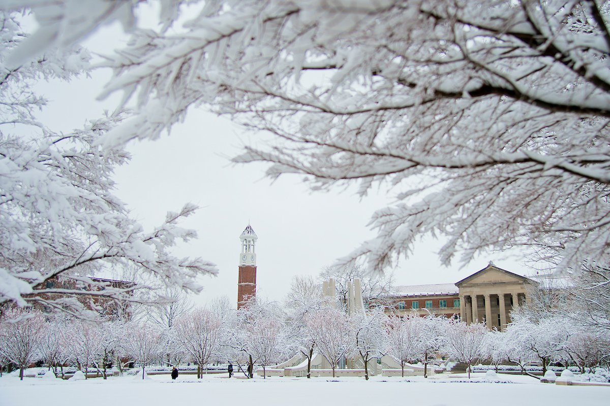 Happy Winter Break, Boilers! Hope you enjoy your families, friends, and the holidays! https://t.co/RPVrOwiWhh