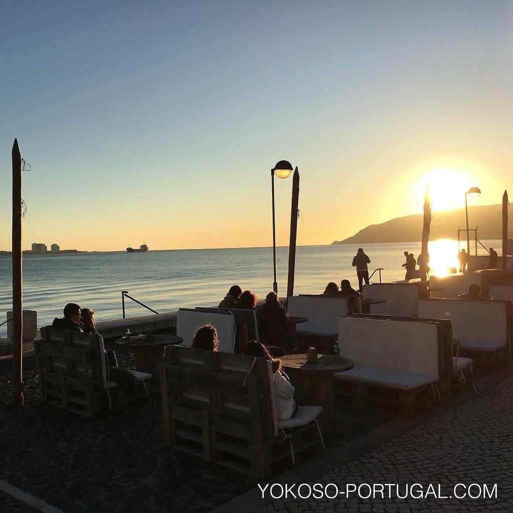 test ツイッターメディア - リスボン近郊の都市セトゥーバルから、アラビーダ山脈に沈むサンセット。 #セトゥーバル #ポルトガル https://t.co/tnmRtA4JhF