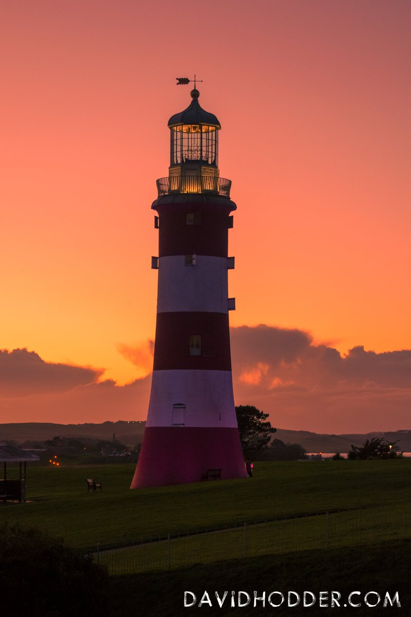 test Twitter Media - Wonderful, and colourful, winter sunset on @PlymHoe Hoe with @SmeatonsTower, @britainsocean  #Plymouth #Photography #Lighthouse https://t.co/kwxWv5EUpx
