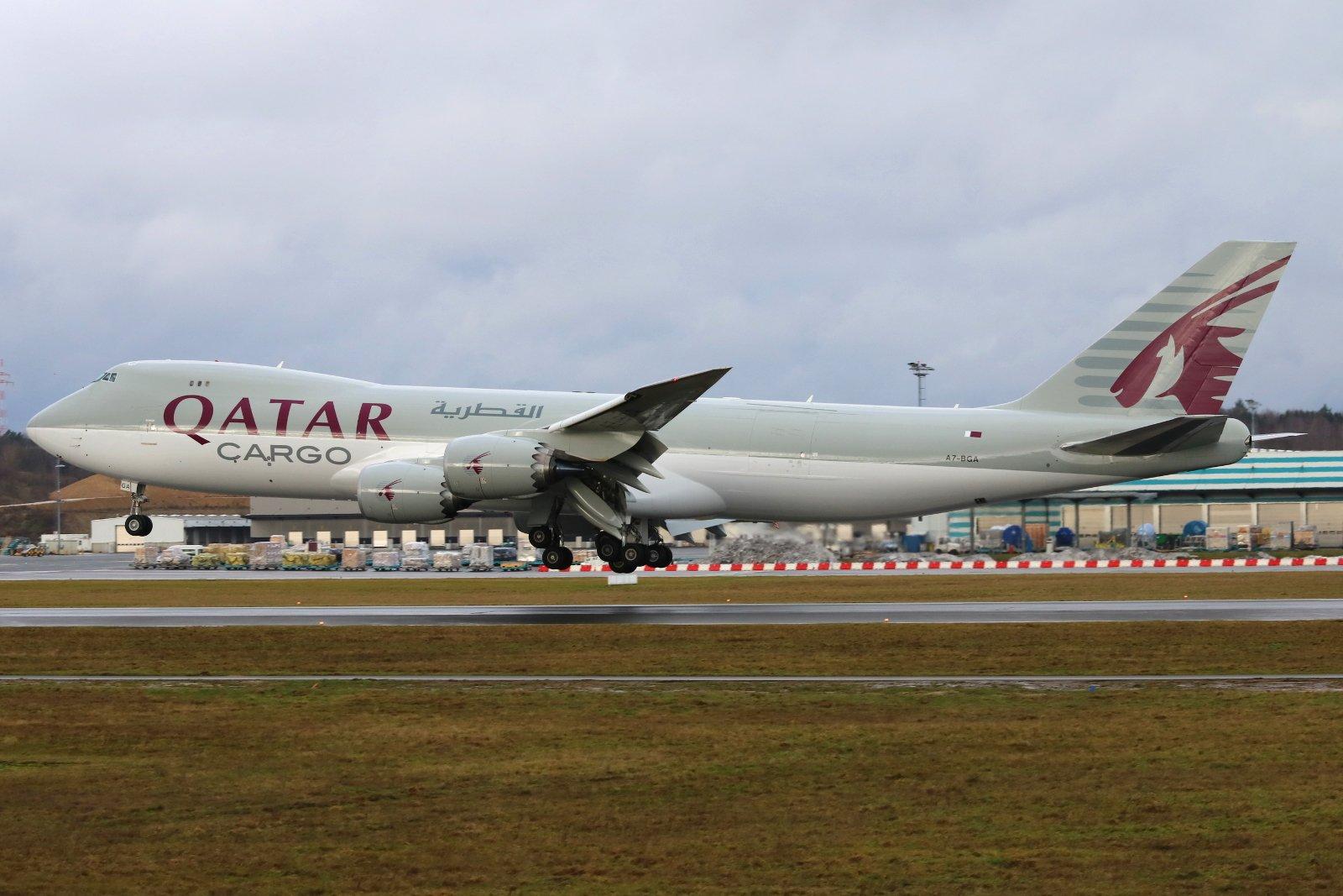 Heavy stuff from @qatarairways @luxairport their brand new second #boeing 747-8F A7-BGA. #avgeek #b747 #boeing747 https://t.co/VF0QJUsi1x