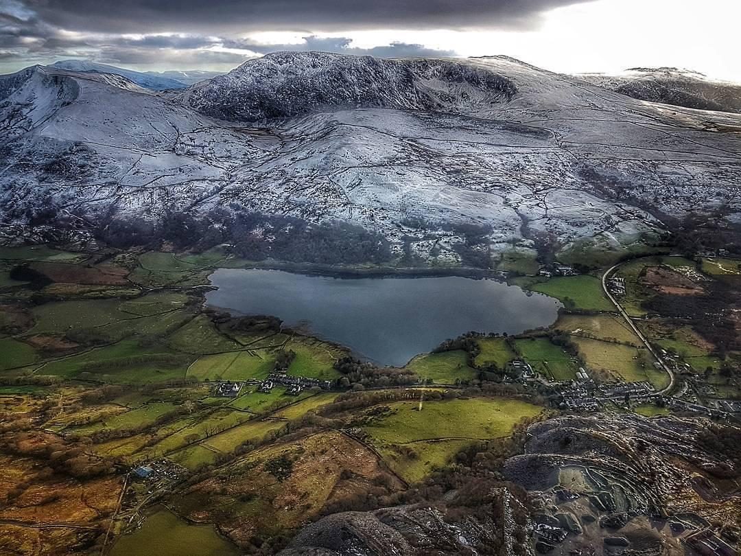 RT @visitwales: ???? ❄️  Snowy peaks of Snowdonia National Park by Mandy Owen https://t.co/sJ9cqIAZWb https://t.co/PJeFUS5UrF