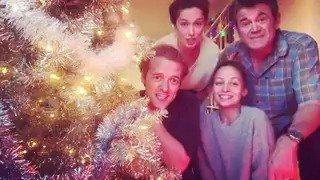RT @nbcgreatnews: We're singing our way through the holidays! #GreatNews  ????: @BrigaHeelan https://t.co/JZiLYpHOK9