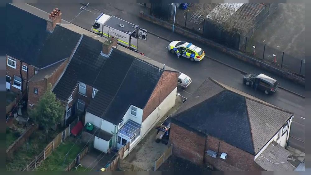 Homes evacuated in UK anti-terror raids