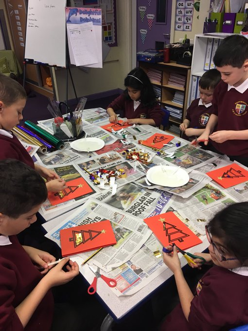 L4 are busy making Christmas cards #merry Christmas https://t.co/5TvxcP3ejL