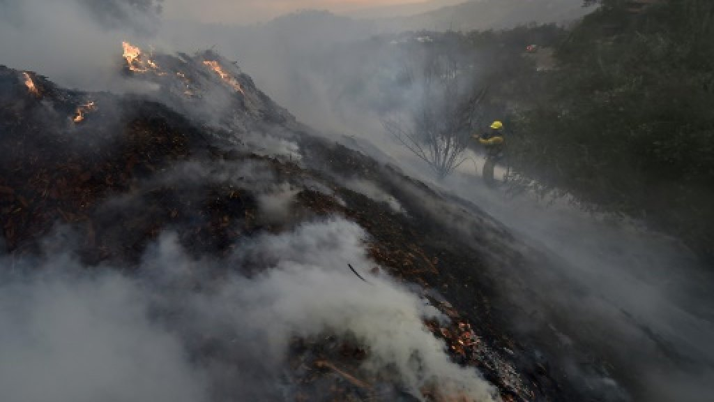 Returning winds churn up heightened alert in fire-hit California