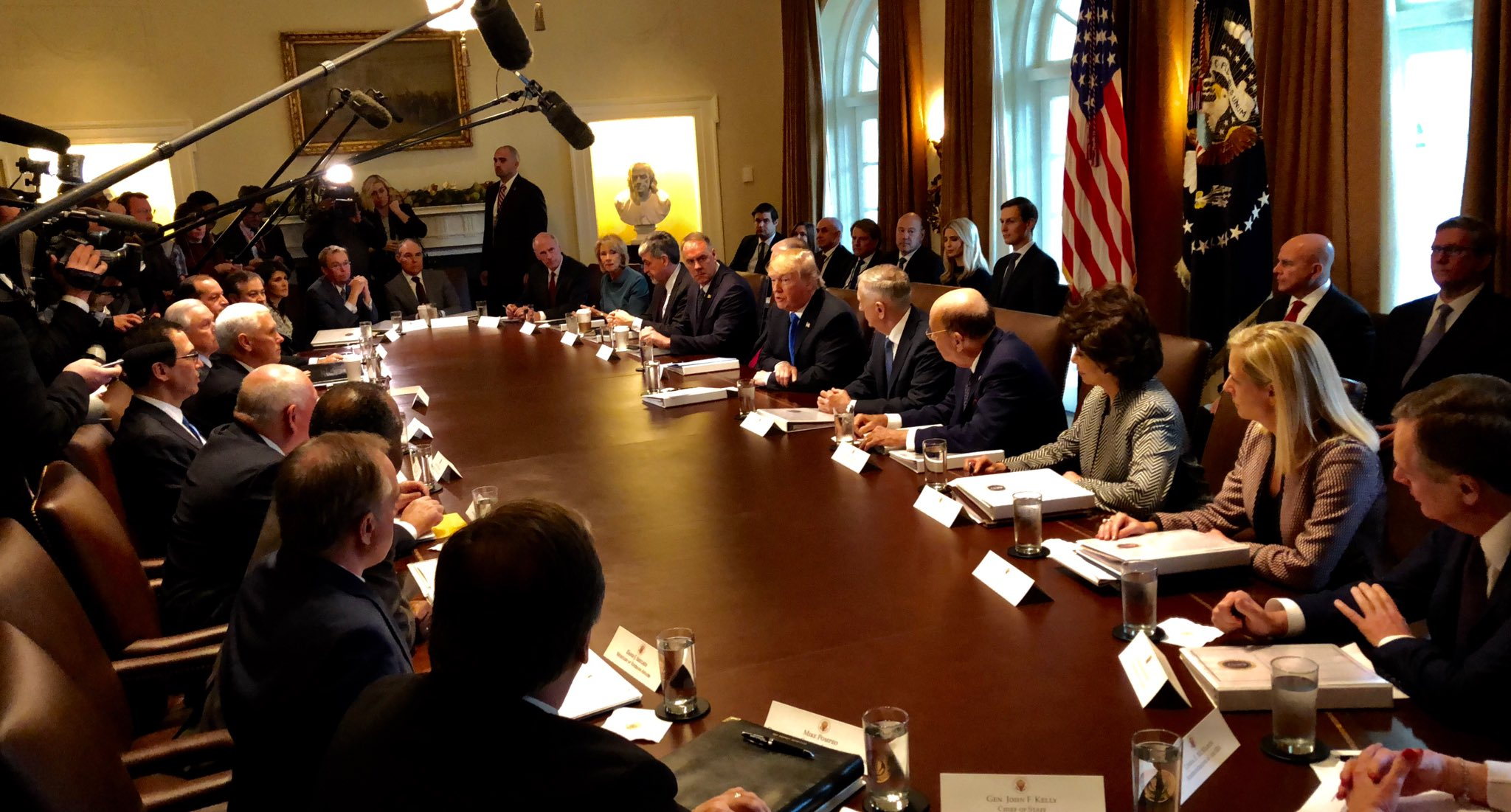 President @realDonaldTrump @Cabinet Meeting underway at the @WhiteHouse. https://t.co/zAOSFYt7wP
