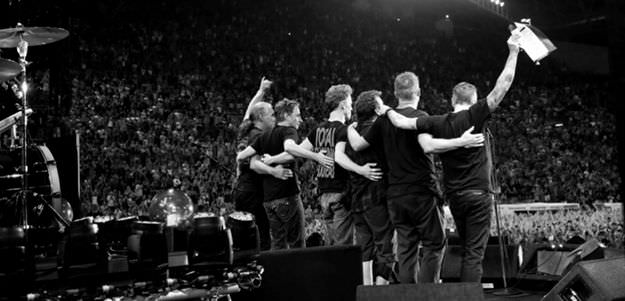 To Pearl Jam fans everywhere, we wish you all a happy and healthy new year. #HappyNewYear #PearlJam https://t.co/JU65j2ua94