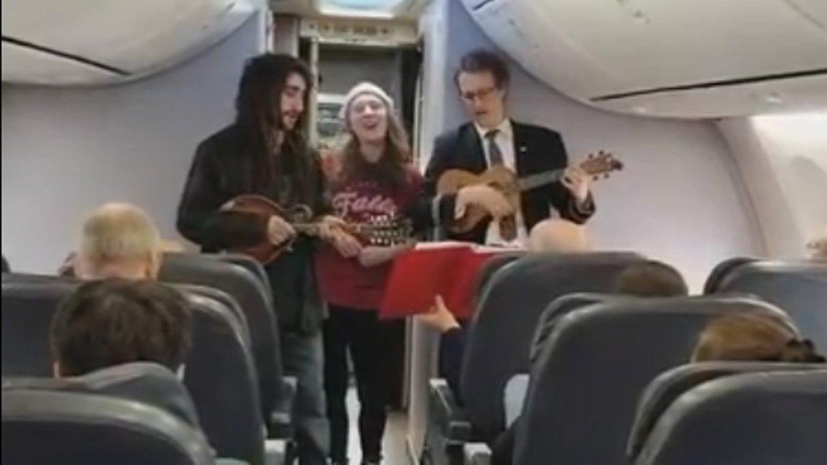 Flight Attendant Picks Up Ukulele, Sings During TakeoffDelay