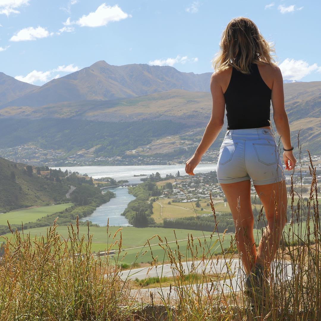 Lots of blues, greens and great weather in this weeks images. Share your photos with us on #QueenstownLive this summer https://t.co/jYeH2z0bGF
