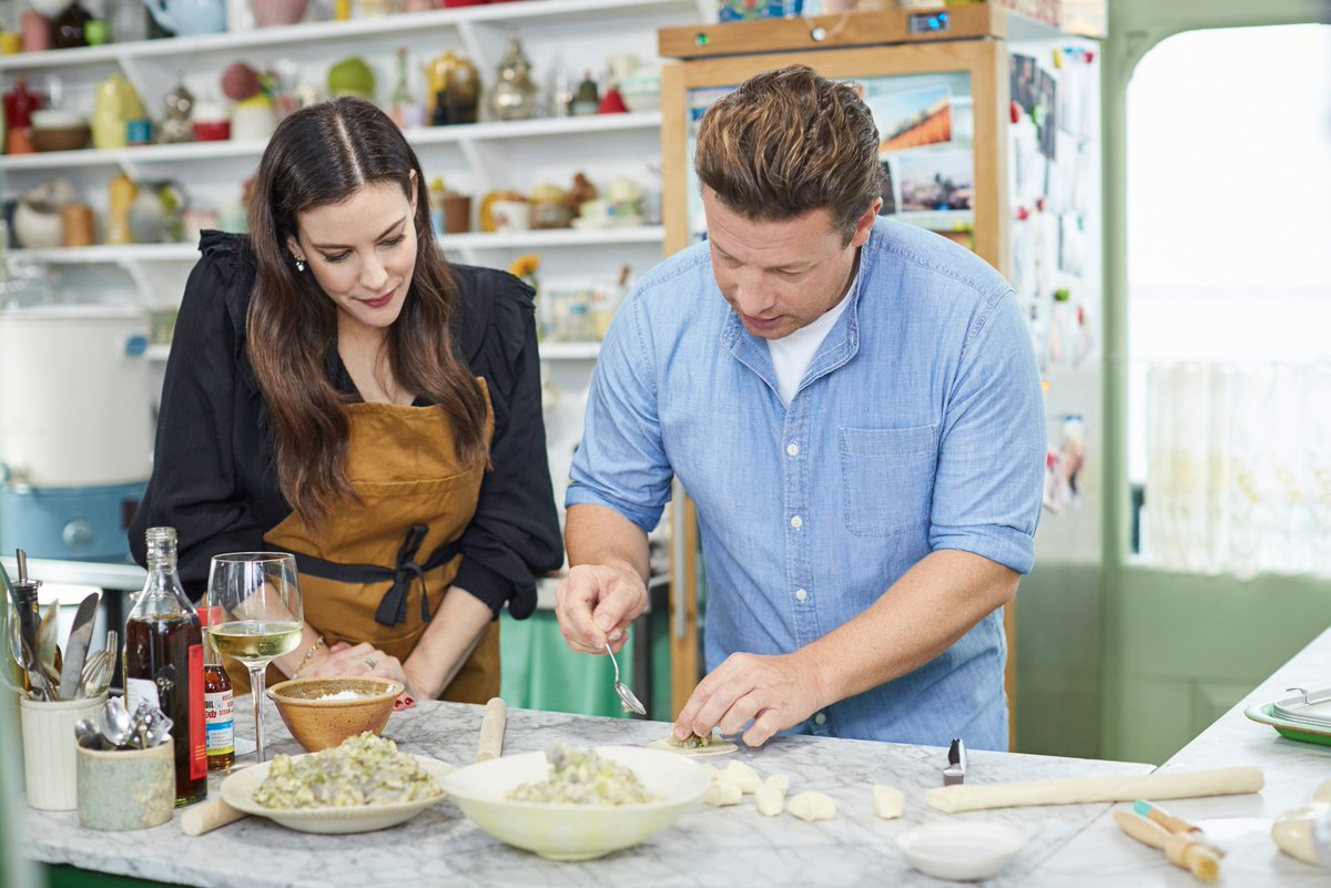 1 HOUR TO GO until @LivTyler is on #FridayNightFeast! Arma-get-on this TV show. @Channel4. https://t.co/ljneSFikcA