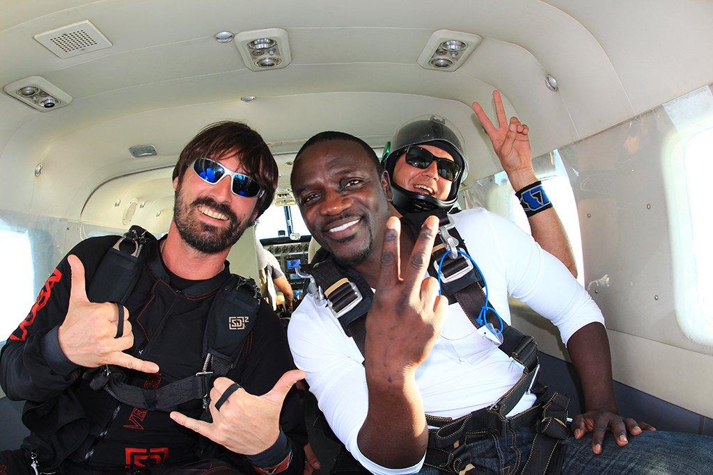 RT @skydivedubai: Watch now @Akon's skydiving in Dubai video https://t.co/Wn1YsQ6rsq https://t.co/XVTif5C3KM