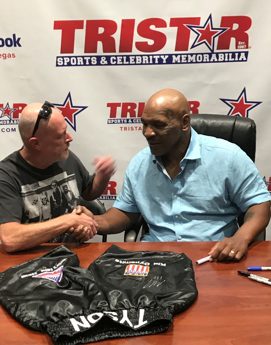 VEGAS: Signing autographs TODAY at @TristarVegas and @FODCaesars! Info: https://t.co/5Nk70P0Jv2 See you there! https://t.co/PkLVej5zs6