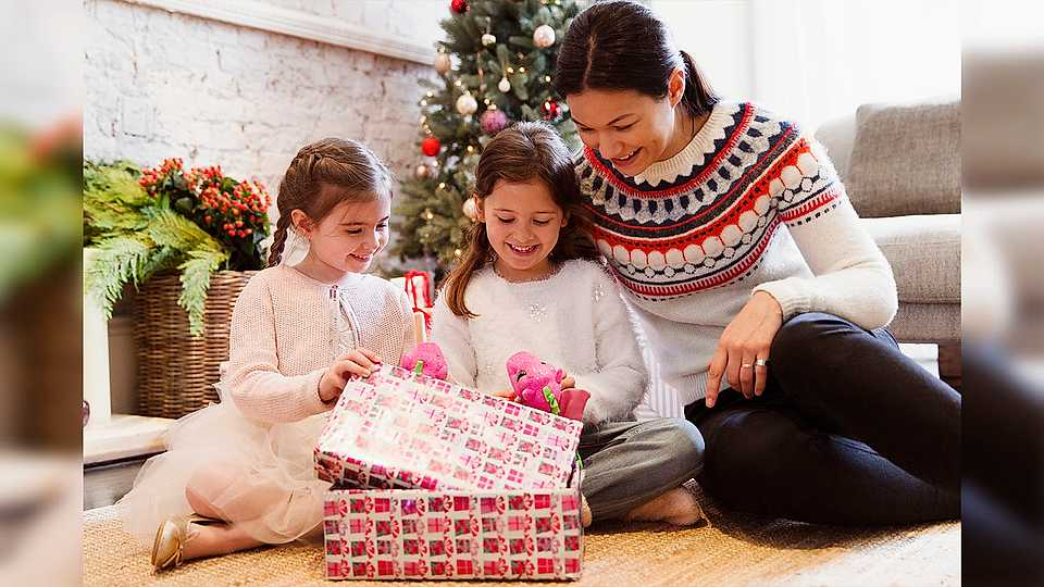 Here's how to make the PERFECT Christmas Eve box for your little
