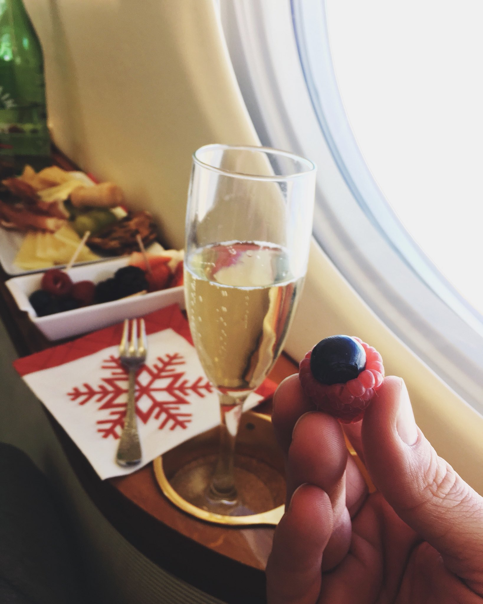 #BRASPBERRY & BUBBLES, BISHES! ��And happiest holidays folks! ���� https://t.co/aOI9Gog3sd