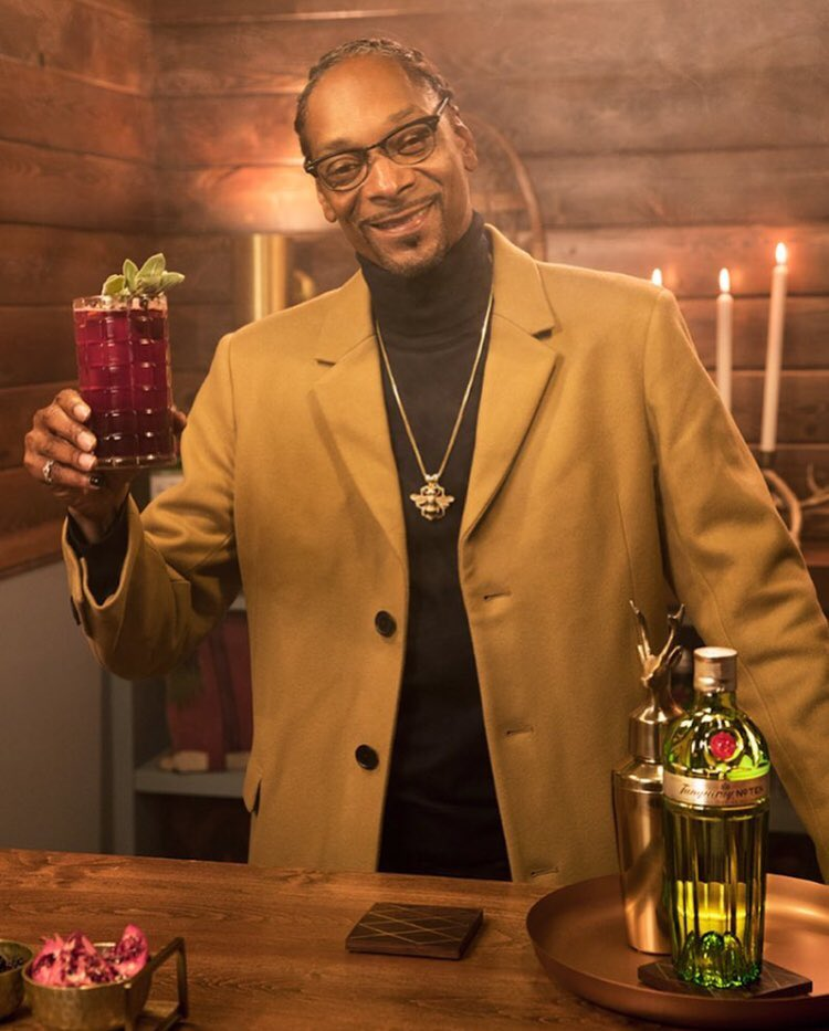 grab a bottle of @tanquerayusa n make some drinks for your loved ones #TanquerayTen #TanquerayGingleBerry https://t.co/9DbcYS9oyH