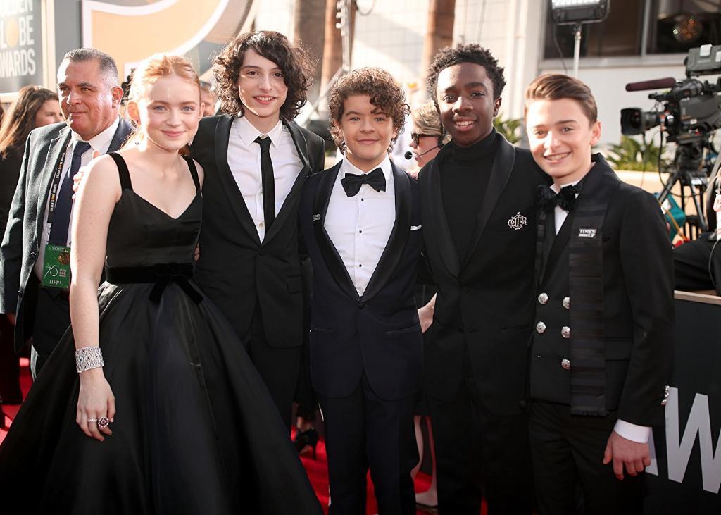 The #StrangerThings cast is here! ✨ https://t.co/sIHrof6Yol #GoldenGlobes https://t.co/sQD3XMg20t