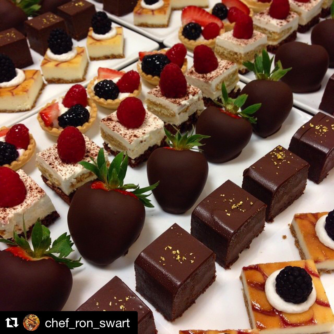 Delicious mini desserts by our Pastry Chef Ron! #TrumpNationalLA #Desserts https://t.co/tqXS6StF0b
