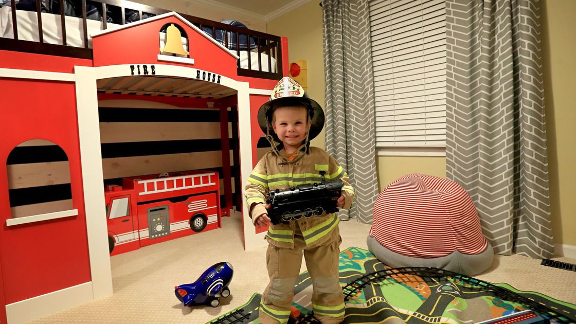 Volunteers make dream bedrooms for St. Louis kids with cancer