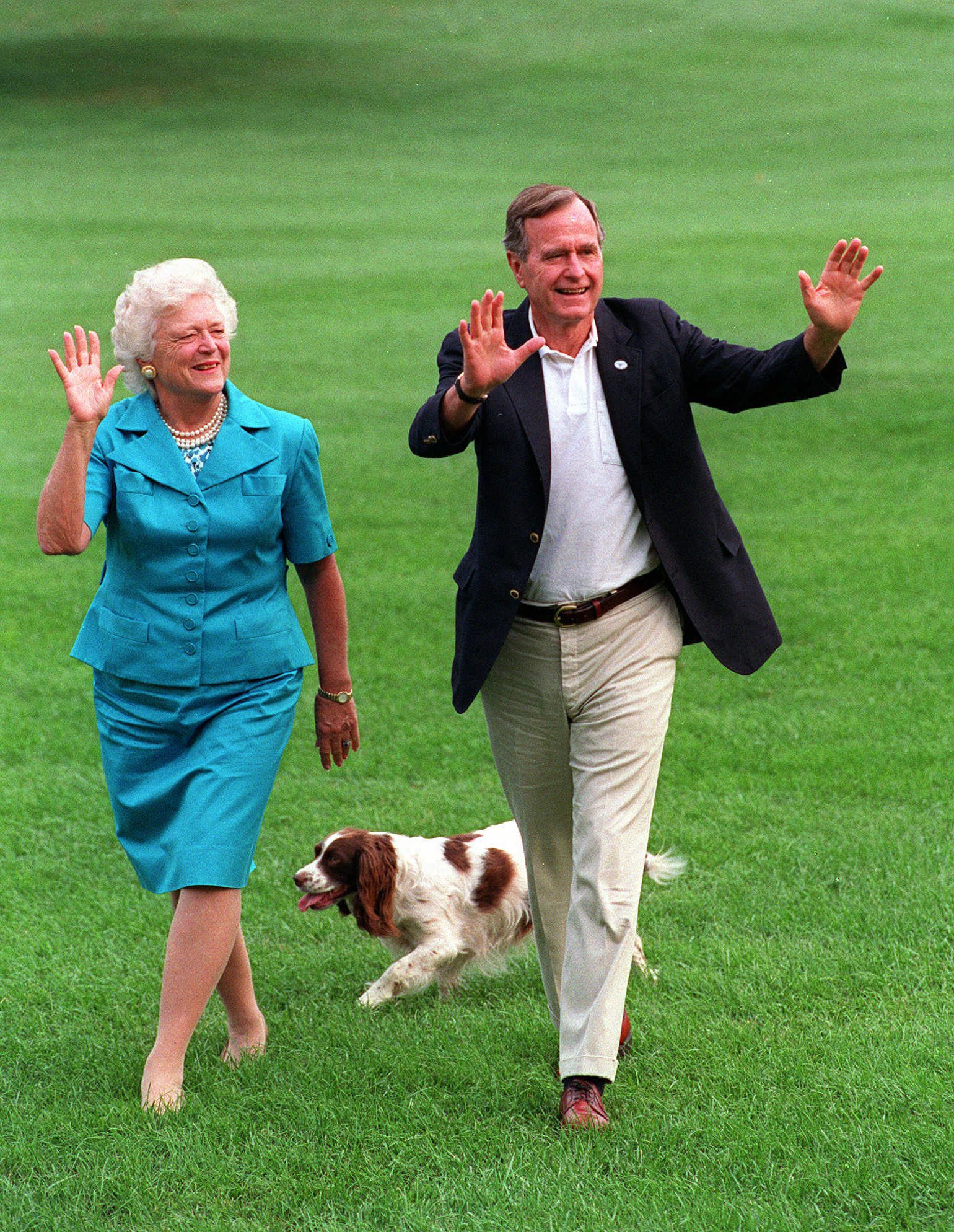 Happy 73rd Wedding Anniversary to President and Mrs.  @GeorgeHWBush #Couplegoals https://t.co/dB6nYYgt8E