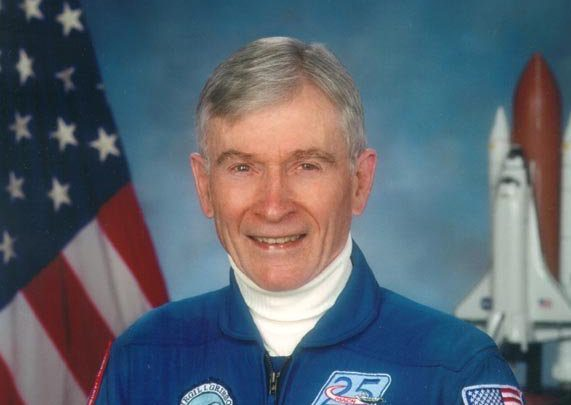 John Young, ex-astronaut who walked on moon and commanded 1st shuttle flight,dies
