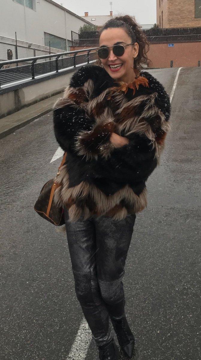 Ufff qué frío ha empezado Enero!!!  ❄️🌨☃️#CristiFotoDelDía #OutFit #Invernal Al mal tiempo.... buena Sonrisa 😃💋...