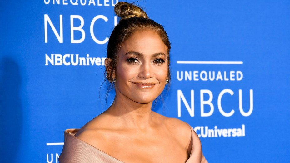 Jennifer Lopez wears all black during media conference to support TimesUp movement