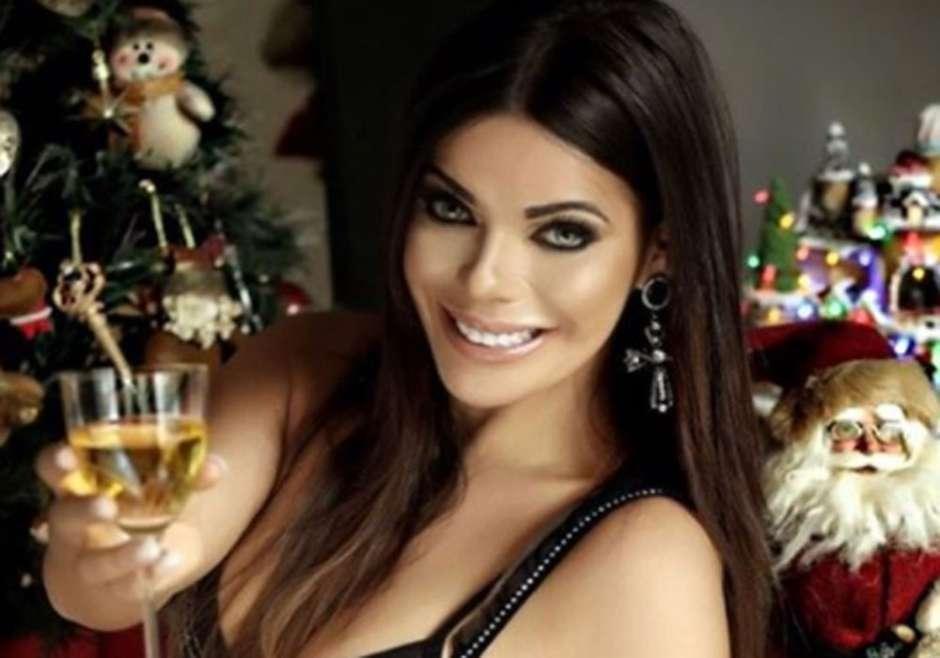 RT @LaOpinionLA: Se le escapa un seno a la Miss Bumbum en su tarjeta deNavidad | La Opinión https://t.co/lixQfUemvk https://t.co/qEsAsZWw32