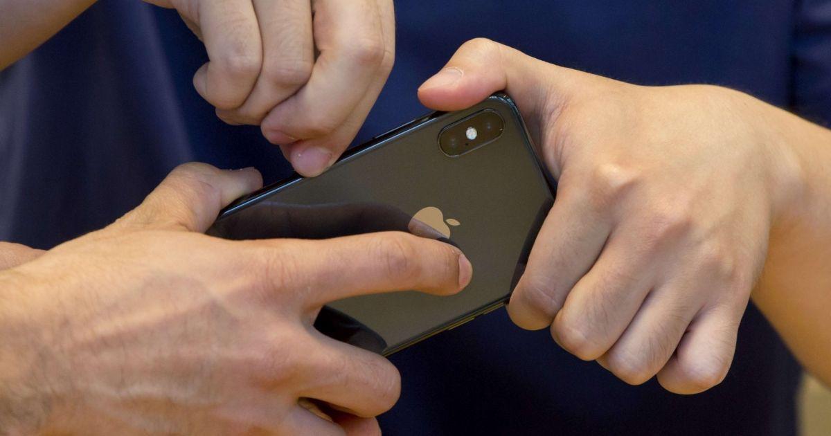 Bridage des iPhone : plaintes aux Etats-Unis et en Israël contre Apple