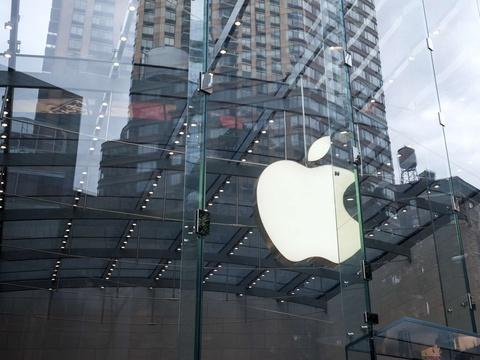 Bridage de l'iPhone: Le géant Apple pourrait-il être condamné en France?
