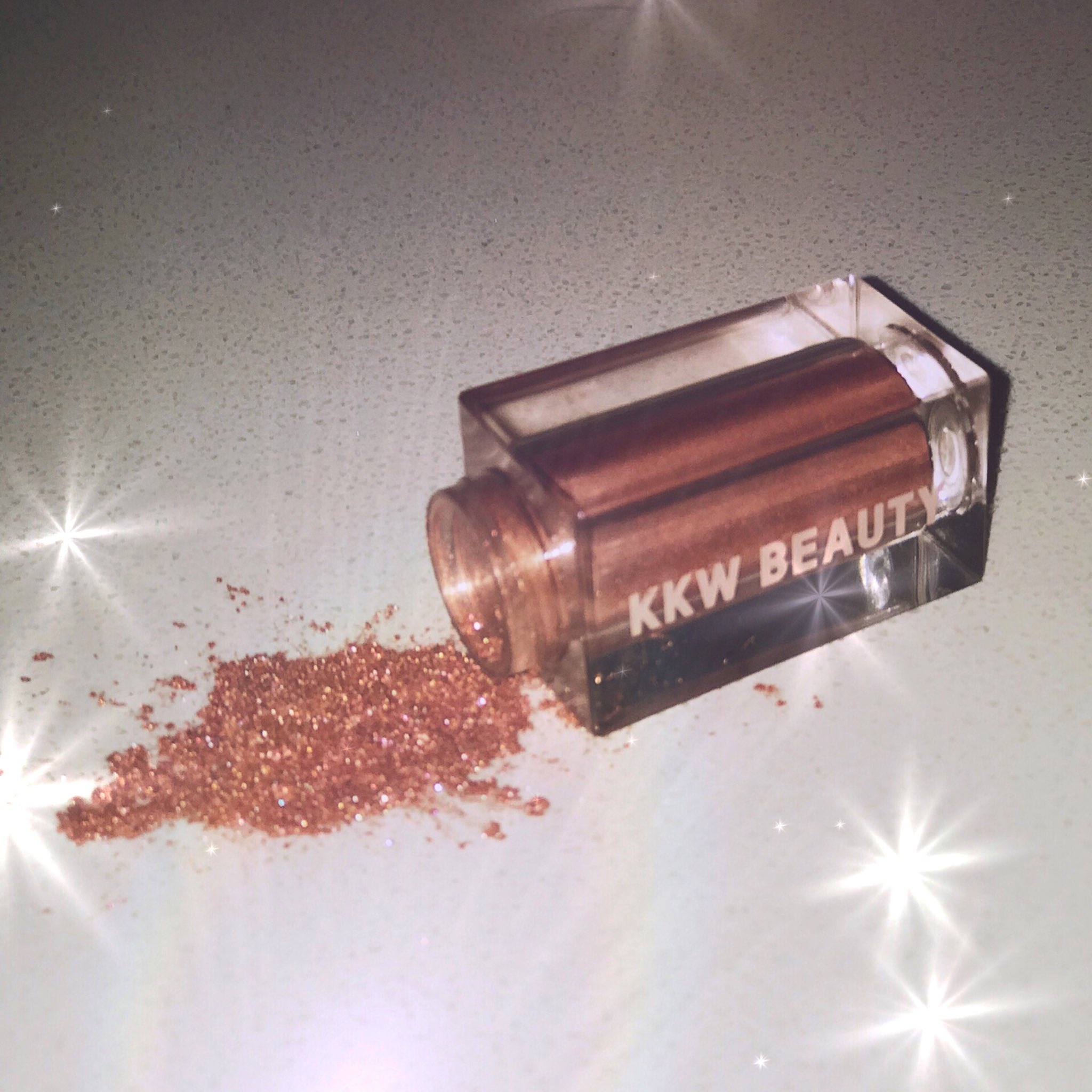 Ultralight Beams loose pigment & highlighter available now on https://t.co/aIjp1MBlpZ https://t.co/hwo9PilDXZ