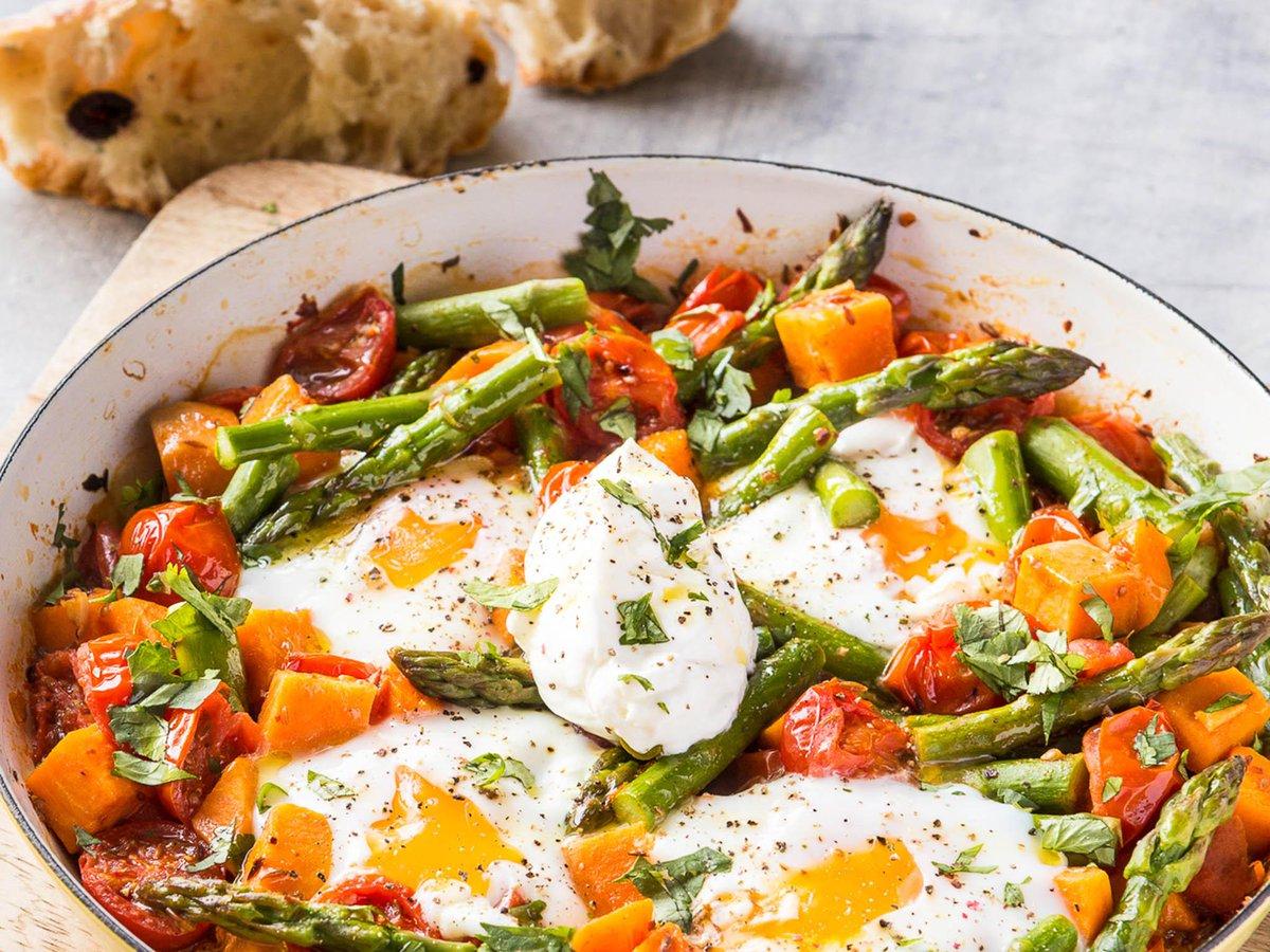 How to make asparagus, sweet potato and tomato shakshouka