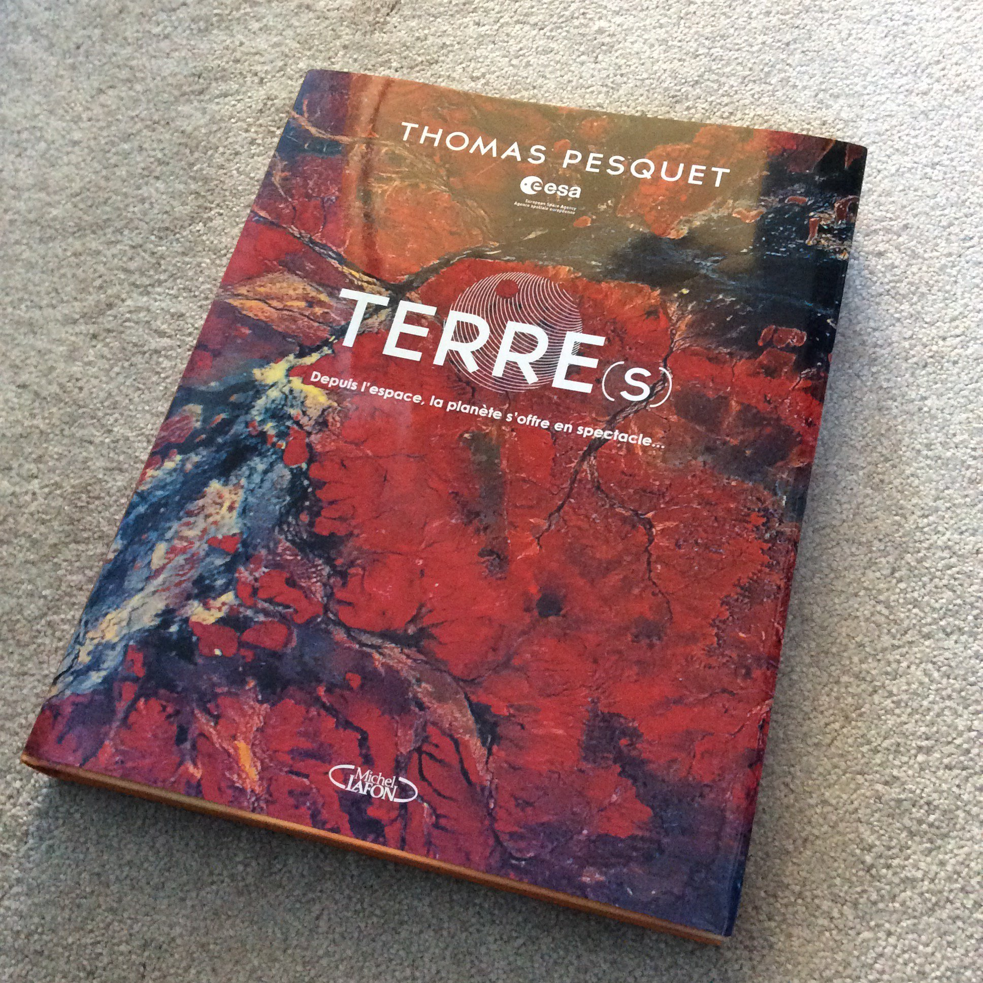 TERRE(s) by @Thom_astro is the most phenomenal book of mind blowing, beautiful and stunning photographs of our planet, as seen from the ISS. I'm in awe. Merci Thomas ! @esa https://t.co/dx8pycOFm0