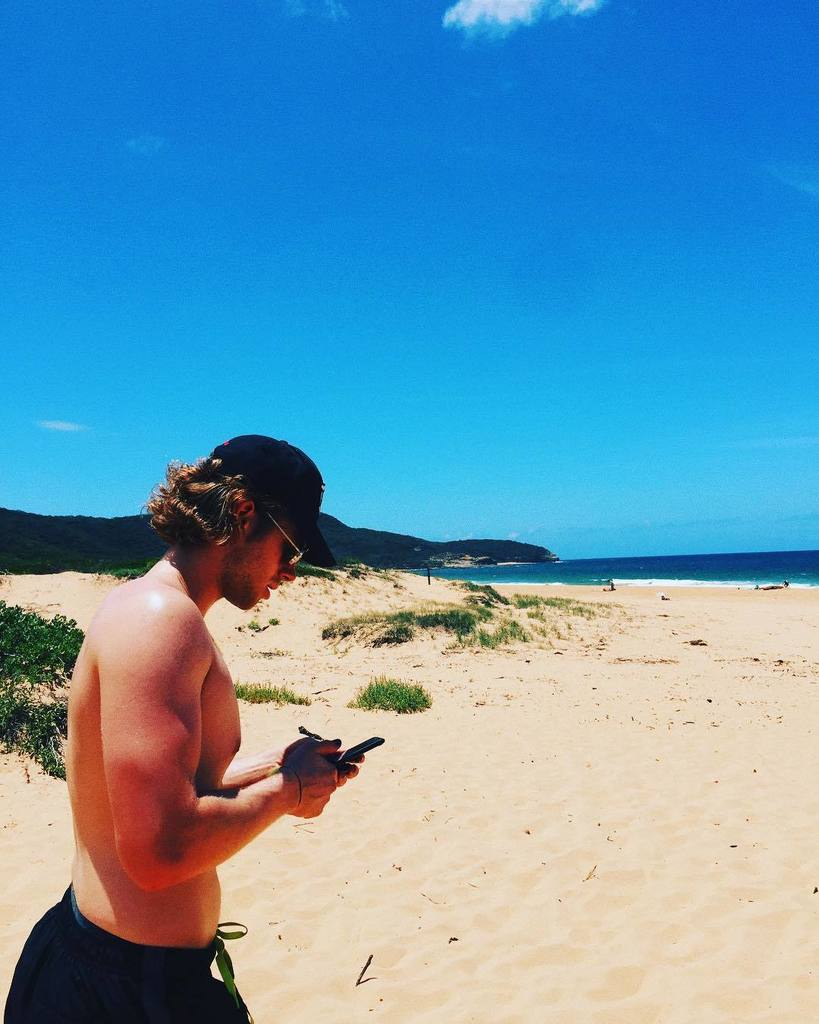RT @Luke5SOS: Ya like that side boob? Cause that's my side boob. https://t.co/BcaXmES1Rl
