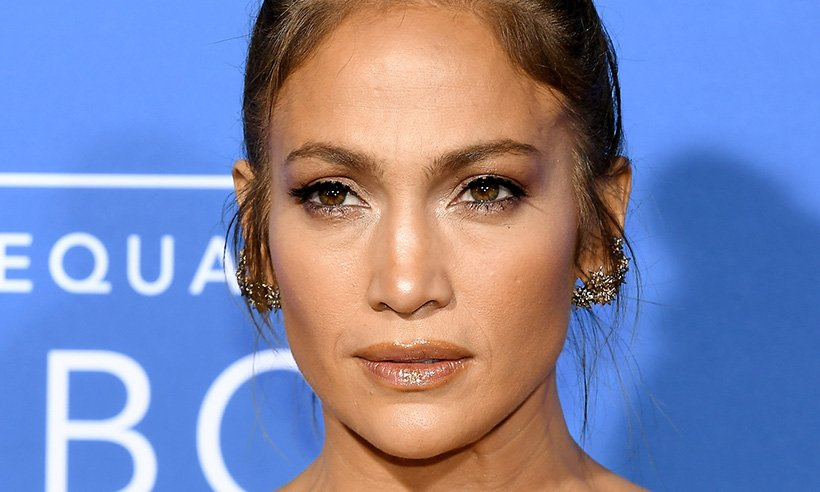 Jennifer Lopez STUNS in Gucci outfit ??